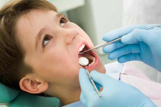 Как выглядят десны при прорезывании зубов. Почему у ребенка при прорезывании молочных зубов на десне возник синяк: причины гематомы